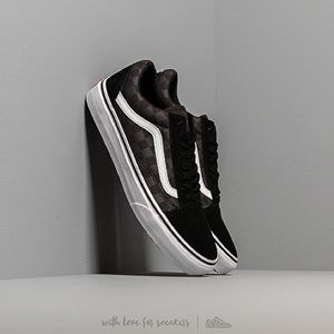 ISO black and gray checkered vans